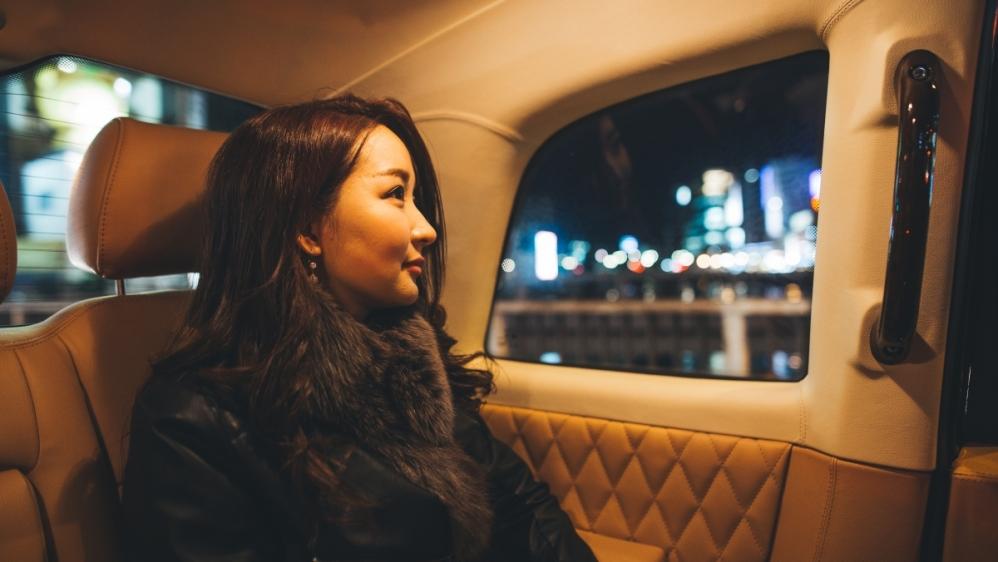 Enjoy night life of Fukuoka by high-grade taxi